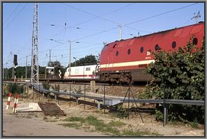 ICE 594 und Shuttle IC 11594 in Michendorf